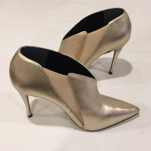 NEW Guess Ondrea Pointed Ankle Booties Gold 8M